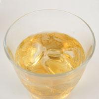奄美物産の加計呂麻きび酢の入ったグラス
